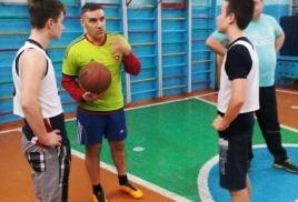 """Секция по баскетболу""."